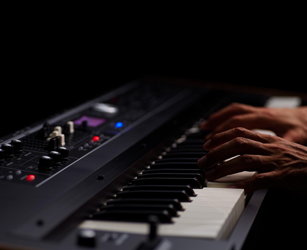 セミウェイテッド・ウォーターフォール鍵盤 Roland ローランド シンセサイザー オルガン キーボード V-combo VR-730 VR-09-B